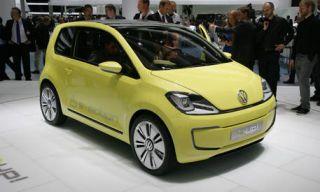 Motor vehicle, Tire, Automotive design, Mode of transport, Vehicle, Yellow, Automotive mirror, Land vehicle, Transport, Car,