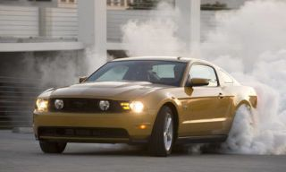Motor vehicle, Tire, Mode of transport, Automotive design, Daytime, Transport, Yellow, Vehicle, Hood, Land vehicle,