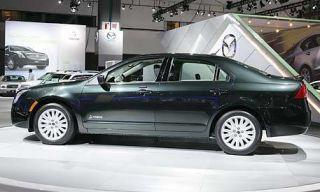 Tire, Wheel, Motor vehicle, Automotive design, Automotive tire, Vehicle, Alloy wheel, Land vehicle, Rim, Transport,