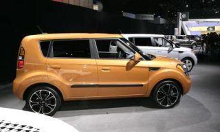 Motor vehicle, Tire, Wheel, Mode of transport, Automotive design, Vehicle, Transport, Vehicle door, Rim, Spoke,