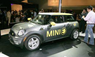 Motor vehicle, Tire, Mode of transport, Automotive design, Vehicle, Product, Land vehicle, Car, Photograph, Vehicle door,
