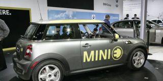 Tire, Motor vehicle, Wheel, Mode of transport, Automotive design, Vehicle, Yellow, Transport, Infrastructure, Automotive tire,
