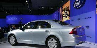 Tire, Motor vehicle, Wheel, Mode of transport, Transport, Vehicle, Alloy wheel, Rim, Car, White,