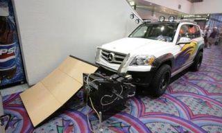 Tire, Motor vehicle, Wheel, Vehicle, Land vehicle, Automotive tire, Hood, Transport, Car, Automotive lighting,