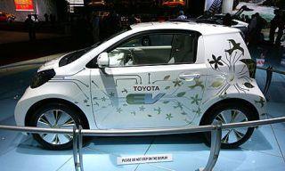 Motor vehicle, Mode of transport, Automotive design, Vehicle, Land vehicle, Car, Hatchback, Fender, Alloy wheel, Logo,