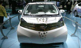 Motor vehicle, Mode of transport, Automotive design, Land vehicle, Vehicle, Event, Transport, Car, Glass, Automotive mirror,