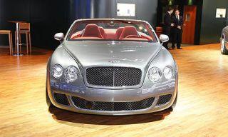Automotive design, Vehicle, Hood, Land vehicle, Grille, Car, Floor, Headlamp, Flooring, Automotive lighting,