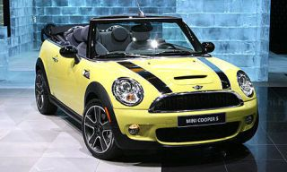Motor vehicle, Tire, Mode of transport, Automotive design, Automotive mirror, Vehicle, Yellow, Land vehicle, Automotive lighting, Hood,