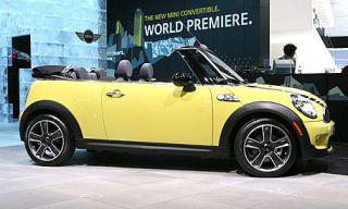 Motor vehicle, Wheel, Mode of transport, Automotive design, Yellow, Product, Vehicle, Hood, Car, Photograph,