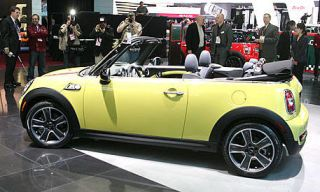 Motor vehicle, Mode of transport, Automotive design, Vehicle, Yellow, Transport, Car, Vehicle door, Photograph, Automotive exterior,