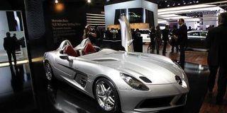 Tire, Mode of transport, Automotive design, Headlamp, Automotive lighting, Photograph, Performance car, Personal luxury car, Car, Supercar,