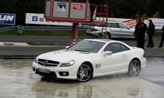 Motor vehicle, Tire, Wheel, Mode of transport, Automotive design, Vehicle, Transport, Land vehicle, Car, Rim,