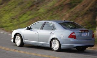 Tire, Wheel, Mode of transport, Road, Vehicle, Transport, Automotive tire, Land vehicle, Rim, Infrastructure,