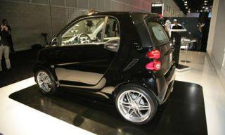 Motor vehicle, Tire, Automotive design, Mode of transport, Vehicle, Alloy wheel, Land vehicle, Rim, Automotive mirror, Car,