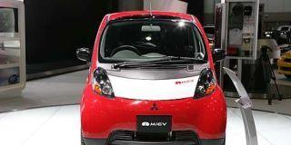 Motor vehicle, Mode of transport, Automotive mirror, Automotive design, Product, Automotive exterior, Transport, Vehicle, Automotive lighting, Glass,