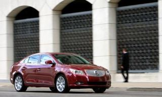 Motor vehicle, Mode of transport, Automotive mirror, Vehicle, Land vehicle, Infrastructure, Transport, Architecture, Car, Rim,