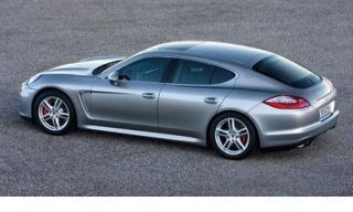 Tire, Wheel, Mode of transport, Automotive design, Vehicle, Land vehicle, Rim, Alloy wheel, Car, Spoke,