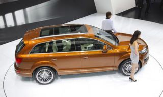 Tire, Wheel, Motor vehicle, Vehicle, Automotive design, Transport, Car, Vehicle door, Fender, Floor,