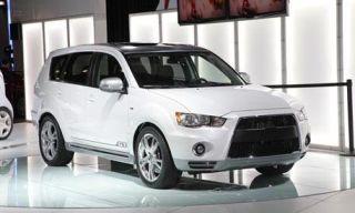 Tire, Wheel, Motor vehicle, Automotive mirror, Mode of transport, Automotive design, Daytime, Transport, Product, Vehicle,