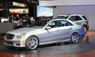 Tire, Wheel, Motor vehicle, Mode of transport, Land vehicle, Vehicle, Automotive design, Alloy wheel, Spoke, Car,