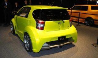 Motor vehicle, Mode of transport, Automotive design, Vehicle, Yellow, Land vehicle, Automotive exterior, Car, Automotive parking light, Rim,