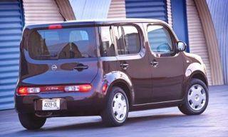 Motor vehicle, Mode of transport, Blue, Transport, Automotive design, Automotive tire, Natural environment, Vehicle, Property, Vehicle door,