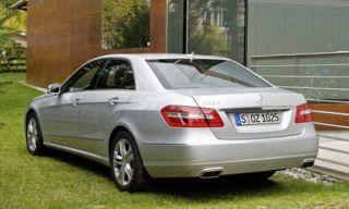 Tire, Wheel, Mode of transport, Automotive design, Vehicle, Property, Alloy wheel, Vehicle registration plate, Car, Spoke,