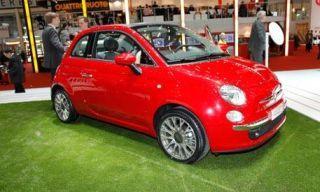 Tire, Motor vehicle, Wheel, Automotive design, Vehicle, Land vehicle, Automotive mirror, Car, Alloy wheel, Red,