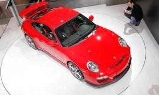Mode of transport, Automotive design, Vehicle, Land vehicle, Car, Hood, Red, Automotive mirror, Automotive lighting, Fender,