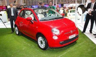 Tire, Motor vehicle, Wheel, Automotive design, Vehicle, Land vehicle, Car, Red, Alloy wheel, Automotive wheel system,