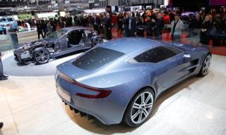 Clothing, Tire, Motor vehicle, Mode of transport, Automotive design, Vehicle, Land vehicle, Transport, Car, Fender,