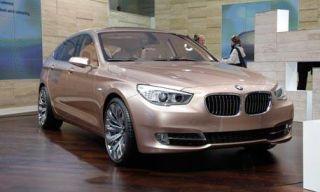 Tire, Motor vehicle, Mode of transport, Automotive design, Vehicle, Land vehicle, Car, Automotive mirror, Grille, Hood,