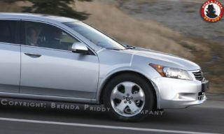 Motor vehicle, Tire, Mode of transport, Automotive tire, Automotive mirror, Product, Daytime, Vehicle, Transport, Land vehicle,