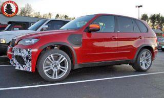 Tire, Wheel, Motor vehicle, Automotive design, Automotive tire, Vehicle, Alloy wheel, Land vehicle, Car, Rim,