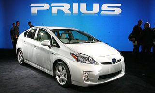 Motor vehicle, Wheel, Tire, Mode of transport, Automotive design, Automotive mirror, Transport, Vehicle, Land vehicle, Car,