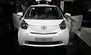 Motor vehicle, Mode of transport, Automotive design, Product, Transport, Automotive mirror, Vehicle, Automotive exterior, Car, Photograph,
