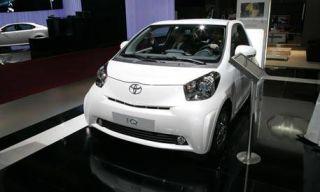 Motor vehicle, Automotive design, Mode of transport, Product, Vehicle, Transport, Headlamp, Car, Automotive mirror, Photograph,