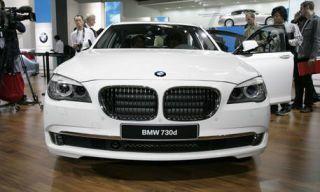 Motor vehicle, Vehicle, Land vehicle, Grille, Car, Hood, Automotive exterior, Photograph, Vehicle registration plate, Personal luxury car,