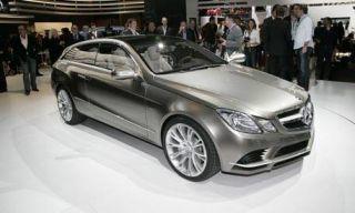 Tire, Wheel, Mode of transport, Automotive design, Vehicle, Land vehicle, Car, Photograph, Mercedes-benz, Personal luxury car,