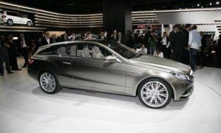 Clothing, Tire, Wheel, Automotive design, Vehicle, Alloy wheel, Land vehicle, Spoke, Car, Rim,