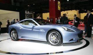 Tire, Wheel, Motor vehicle, Mode of transport, Automotive design, Vehicle, Alloy wheel, Rim, Car, Photograph,