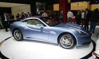 Clothing, Tire, Wheel, Motor vehicle, Mode of transport, Automotive design, Vehicle, Land vehicle, Alloy wheel, Rim,