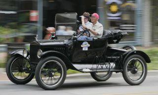 Mode of transport, Human, Automotive design, People, Transport, Photograph, Car, Fender, Classic, Rim,
