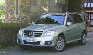 Motor vehicle, Tire, Mode of transport, Automotive design, Vehicle, Transport, Land vehicle, Hood, Property, Car,