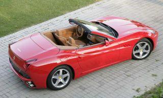 Tire, Motor vehicle, Wheel, Mode of transport, Automotive design, Vehicle, Land vehicle, Car, Transport, Automotive mirror,