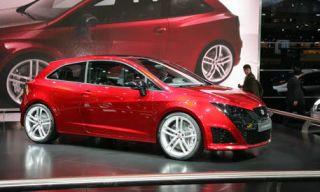 Tire, Wheel, Motor vehicle, Mode of transport, Automotive design, Vehicle, Alloy wheel, Land vehicle, Automotive tire, Car,