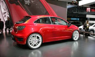 Tire, Wheel, Motor vehicle, Mode of transport, Automotive design, Vehicle, Alloy wheel, Rim, Car, Automotive wheel system,