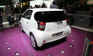 Motor vehicle, Mode of transport, Automotive design, Vehicle, Land vehicle, Car, Alloy wheel, Fender, Hatchback, Bumper,