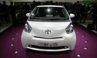Motor vehicle, Mode of transport, Automotive design, Automotive mirror, Automotive exterior, Vehicle, Product, Glass, Transport, Event,