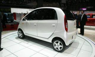 Motor vehicle, Tire, Wheel, Automotive mirror, Mode of transport, Automotive design, Product, Transport, Vehicle, Alloy wheel,
